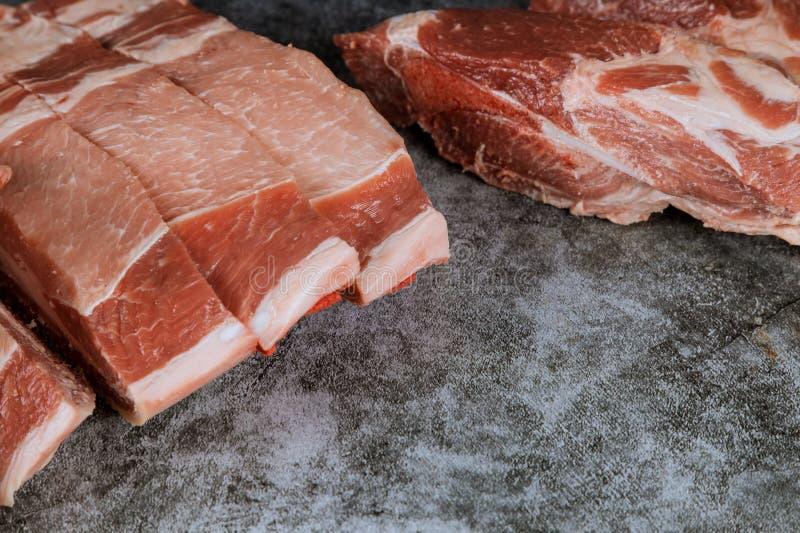 Świeżego i surowego mięsa czerwona wieprzowina gotowa gotować na zdjęcie royalty free