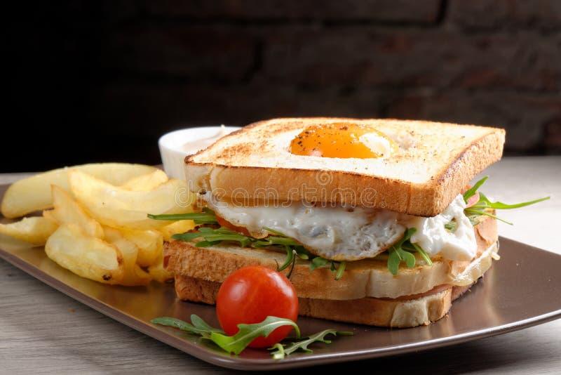 Świeżej potrójnej decker premii świetlicowa kanapka zdjęcie stock