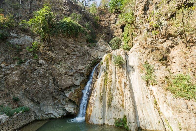 Download Świeżej wody wiosna zdjęcie stock. Obraz złożonej z piękno - 42525542