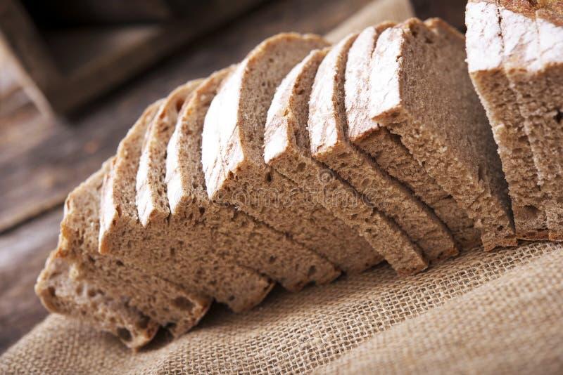 Świeżo Ślizgał się żyto chleb zdjęcia royalty free