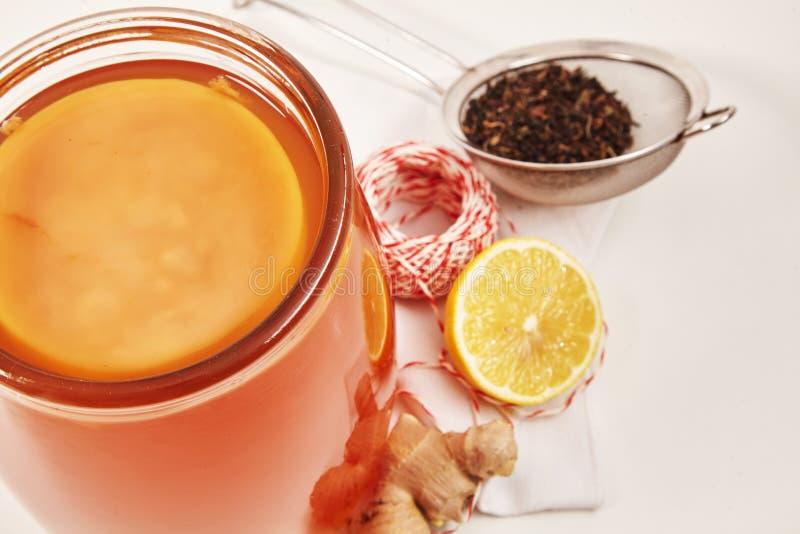 Świeżo fermentujący Kombucha robić z czarną herbatą zdjęcie stock