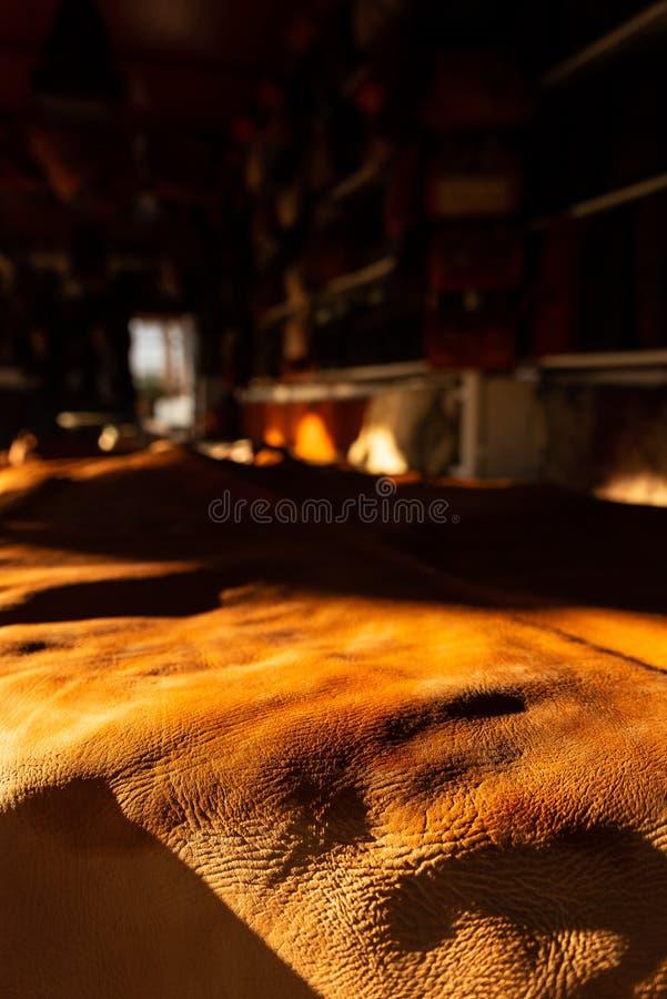 Świeżo garbnikująca skóra burzliwość i tekstura, doceniamy zdjęcia stock