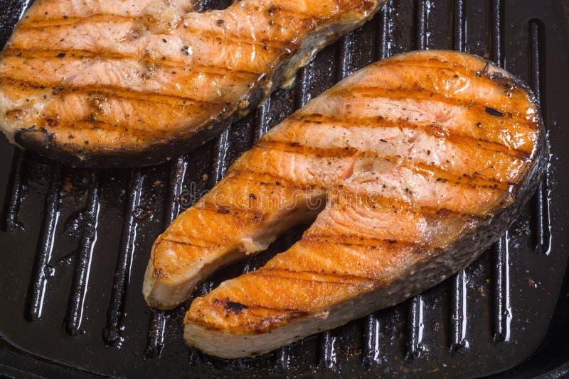 świeżo grillowany łososia obraz stock