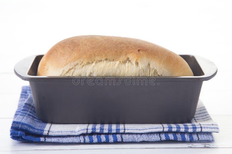 Świeżo piec bochenek domowej roboty chleb fotografia royalty free