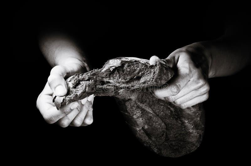 Świeżo piec chleb na czarnym tle fotografia royalty free