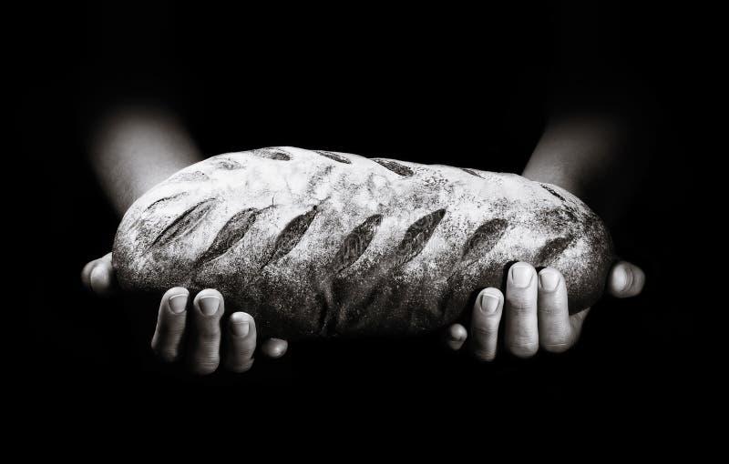 Świeżo piec chleb na czarnym tle obraz royalty free