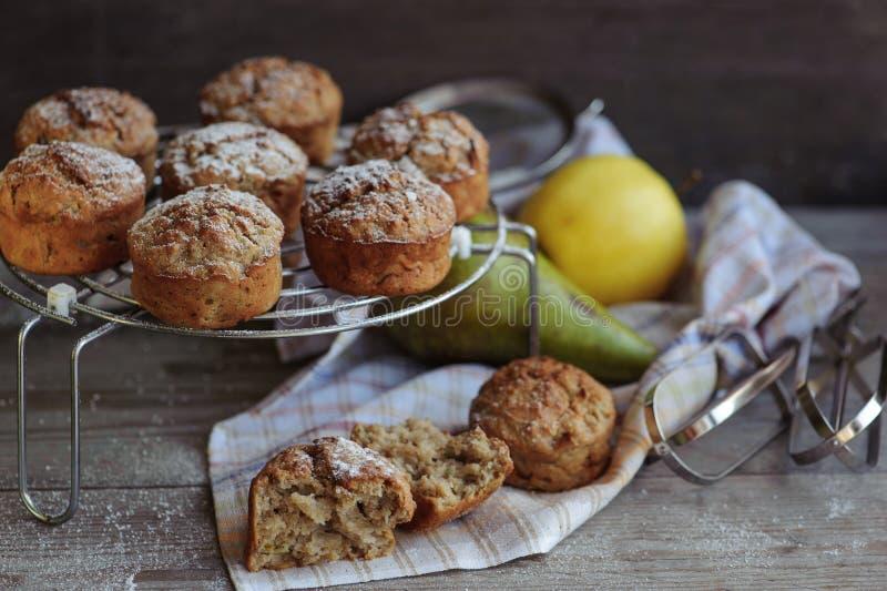 Świeżo piec muffins z bonkretą i jabłkiem obraz royalty free