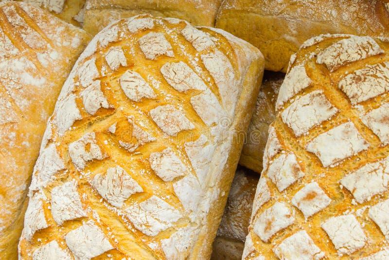 Download Świeżo Piec Tradycyjni Bochenki żyto Chleb Na Kramu Obraz Stock - Obraz złożonej z banatka, piekarnia: 57655071
