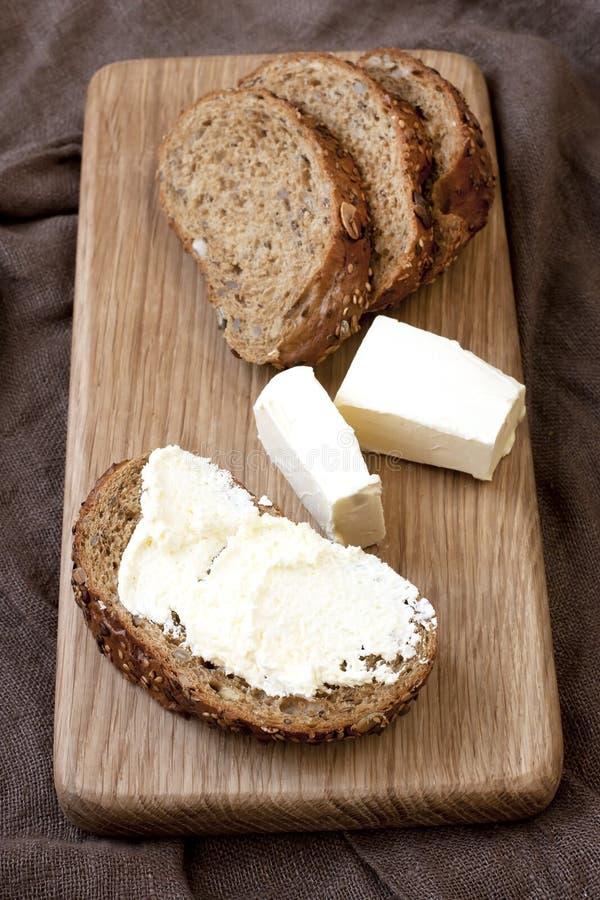 Download Świeżo Piec Tradycyjny Chleb Z Masłem Zdjęcie Stock - Obraz złożonej z bagel, apetyczny: 53777256