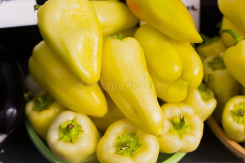 Świeży żółty Bułgarski pieprzowy abstrakcjonistyczny owocowy kolorowy deseniowy tekstury tło zdjęcia stock