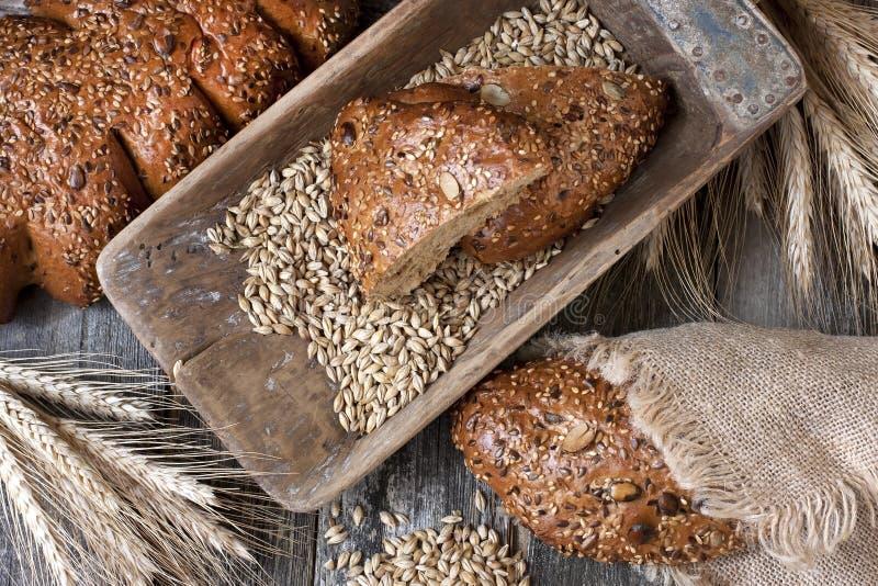 Download Świeży żyto Bochenek Chleb, Wieśniaka Styl Zdjęcie Stock - Obraz złożonej z zdrowy, produkt: 53776798