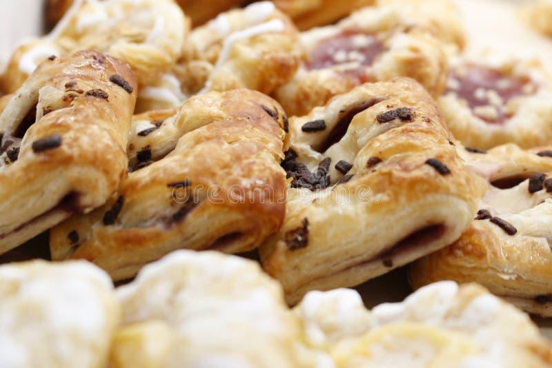 Świeży czekoladowy croissant obrazy royalty free