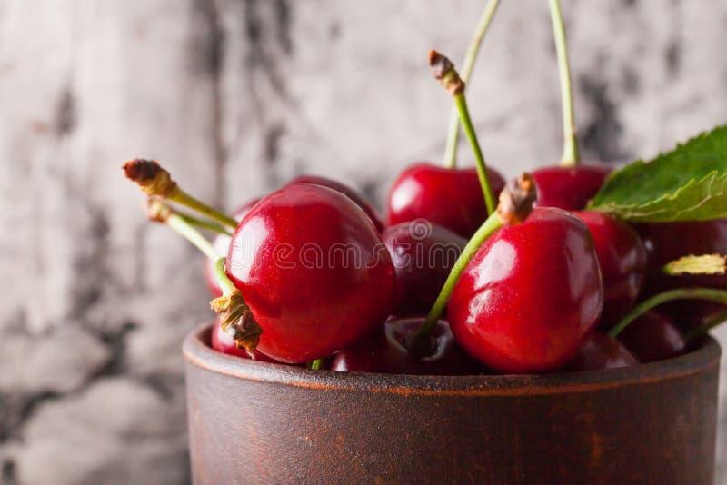 Świeży czerwony wiśni zakończenie up zdjęcia stock