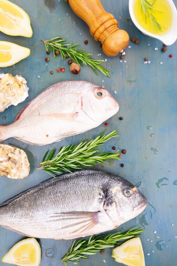 Świeży dennej ryba przygotowanie zdjęcia stock