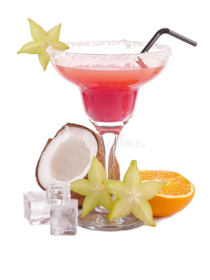 Świeży egzotyczny alkoholiczny koktajlu napój Tropikalnej owoc mieszkanie nieatutowy kostki podobszaru ices topnienia Różowy kokt fotografia stock