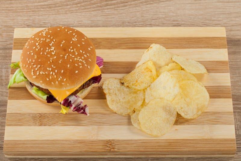 Świeży hamburger z frytkami fotografia stock