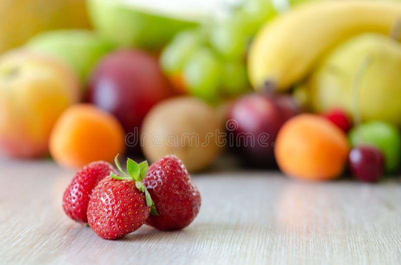 Świeży kolorowy owoc tło Zdrowy łasowanie, dieting concep obrazy royalty free