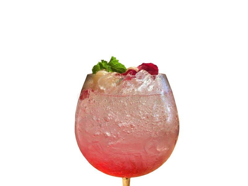 Świeży lodowy Lychee sodowany sok z róży perfumowania napojem wśrodku przejrzystego szkła na białym tle fotografia stock
