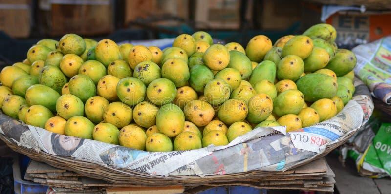 Świeży mango przy rynkiem zdjęcia royalty free