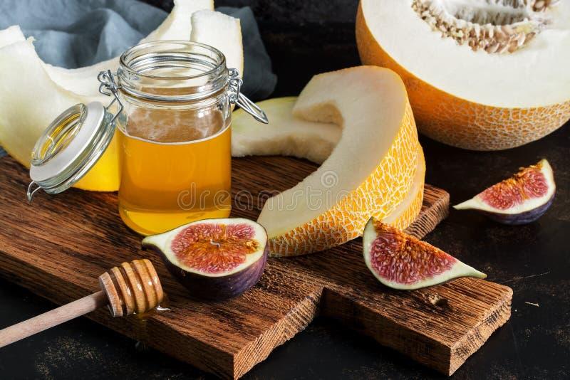 Świeży melon, miód i figi, Owocowa przekąska Selekcyjna ostrość obraz stock