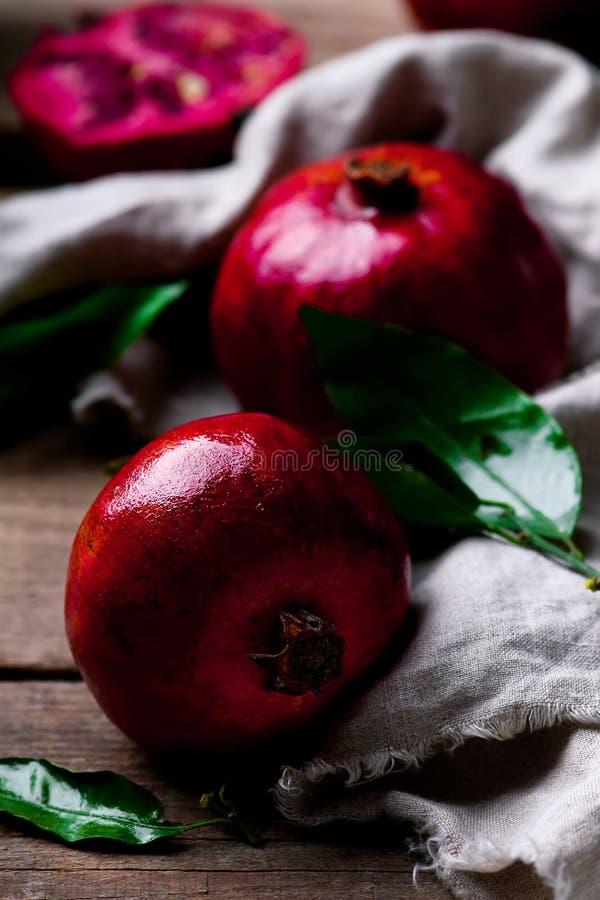 Świeży organicznie jucy granatowiec Selekcyjna ostrość fotografia royalty free