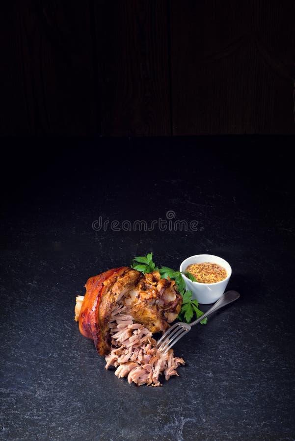 Świeży piec knykieć wieprzowina z musztardą fotografia royalty free