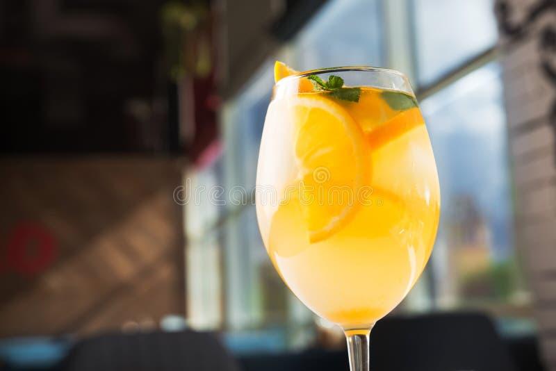 świeży pomarańczowy koktajlu szkło fotografia stock