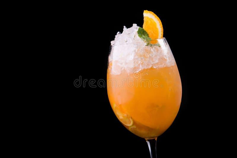 świeży pomarańczowy koktajlu szkło z lodem zdjęcia stock