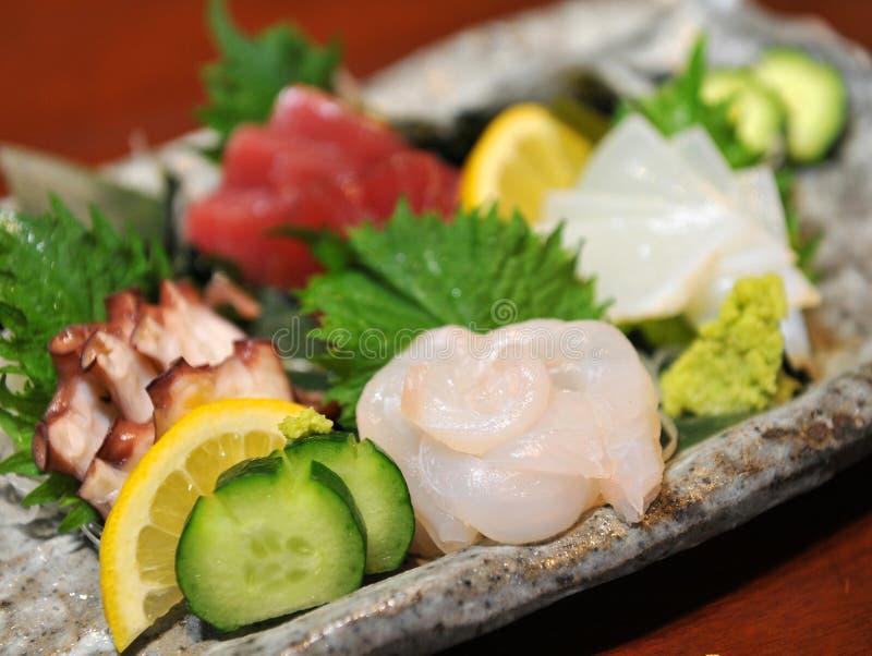 Świeży sashimi fugu ryba z ogórkiem, cytryną i wasabi, fotografia royalty free