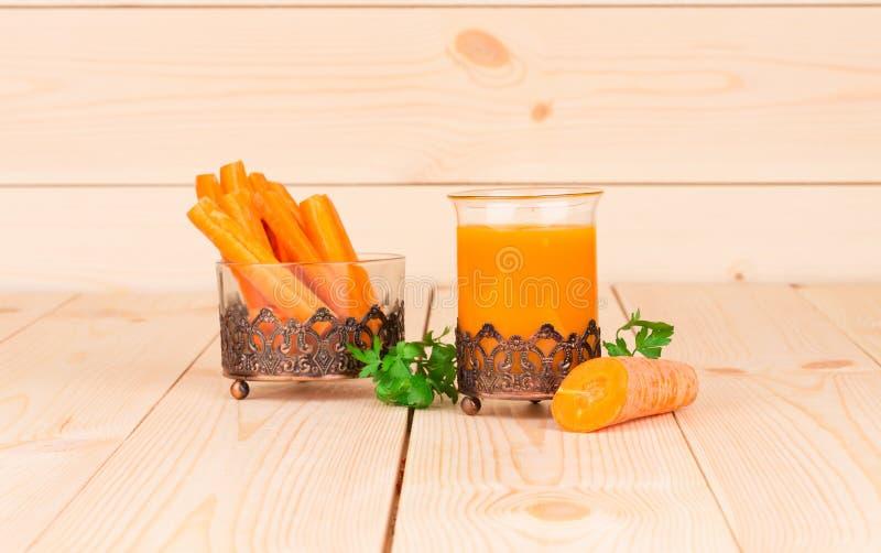 Świeży smakowity marchwiany sok obraz royalty free
