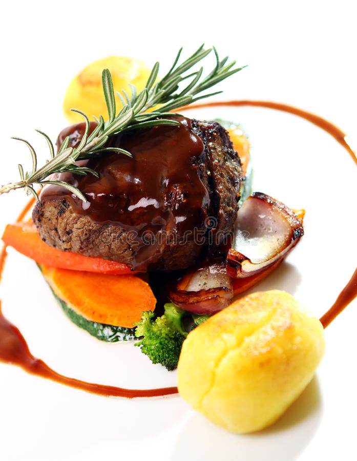 Świeży smakowity mięso z wyśmienitym garnirunkiem zdjęcie stock