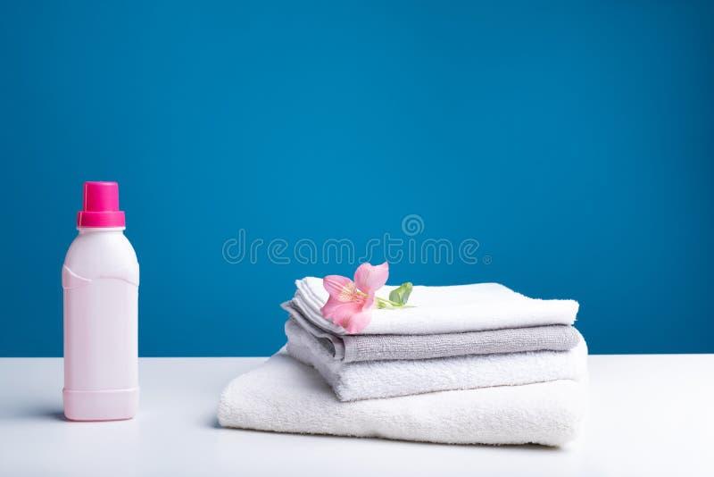 Świeży softener i czysta pralnia fotografia royalty free