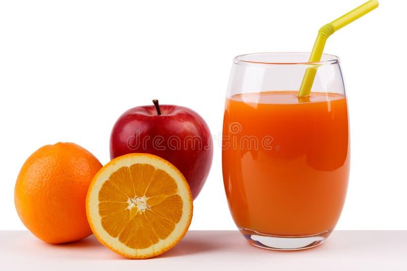 Świeży sok od jabłka i pomarańcze na białym tle zdjęcie stock