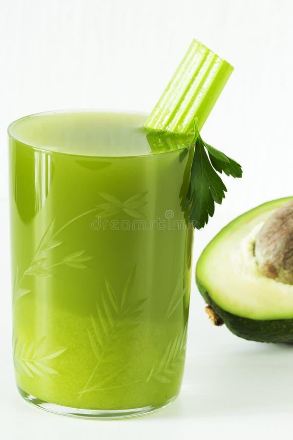 Świeży sok seler i avocado, pietruszka w szklanej filiżance zdjęcie royalty free