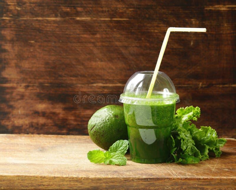 Świeży zielony organicznie smoothie avocado obrazy royalty free