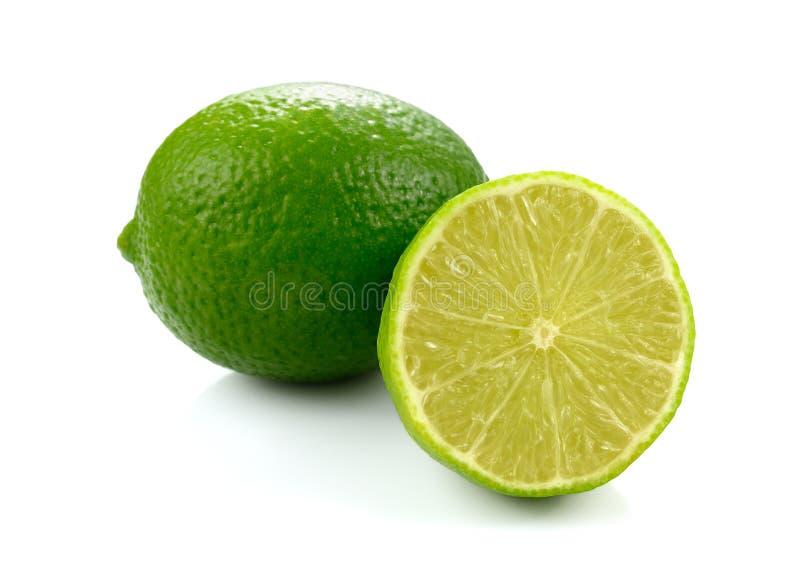 Świeży zielony wapno odizolowywający na białym tle obrazy stock