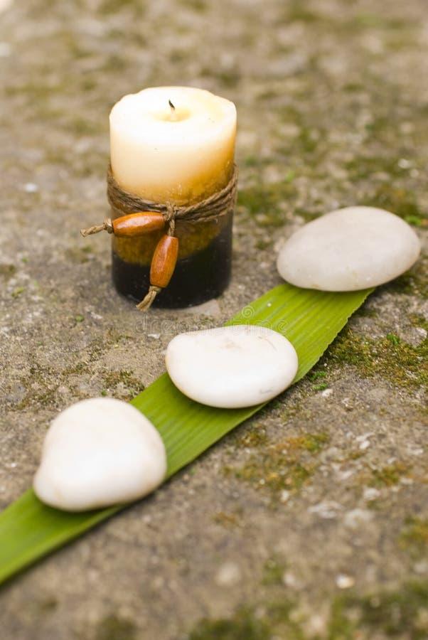 świeca stone zen. zdjęcie stock