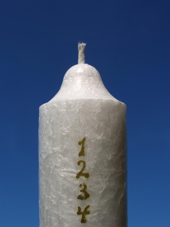 świeczek kalendarzowych gwiazdkę złotych liczby białych obrazy stock