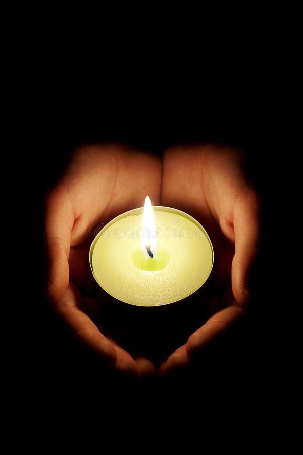 świeczek ręki zdjęcie royalty free