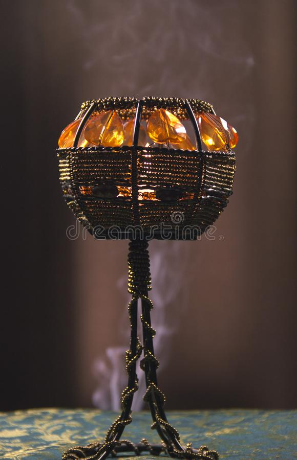 Świeczka właściciel w dymu zdjęcie stock