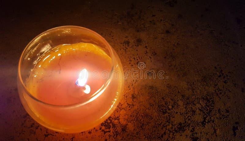 Świeczka w nocy obrazy royalty free