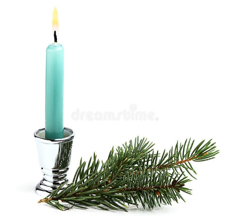 Świeczka z choinki gałąź. zdjęcie royalty free