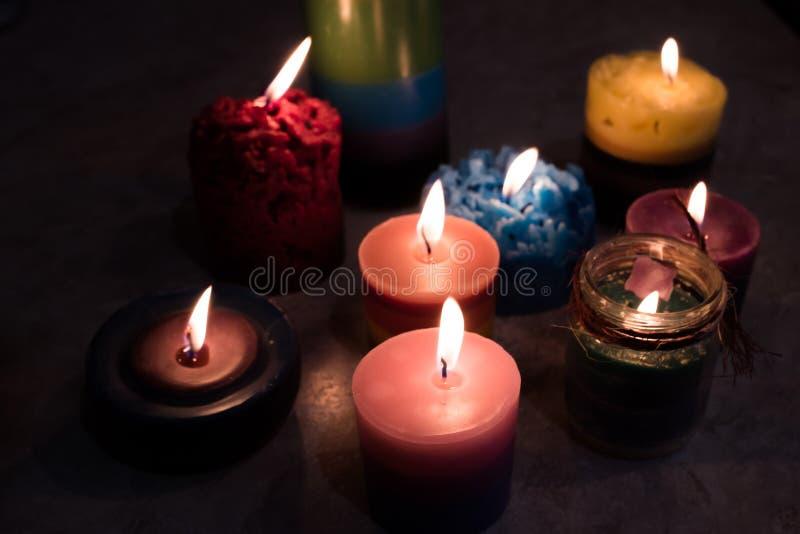 Świeczki, handmade, palenie w zmroku zdjęcia royalty free