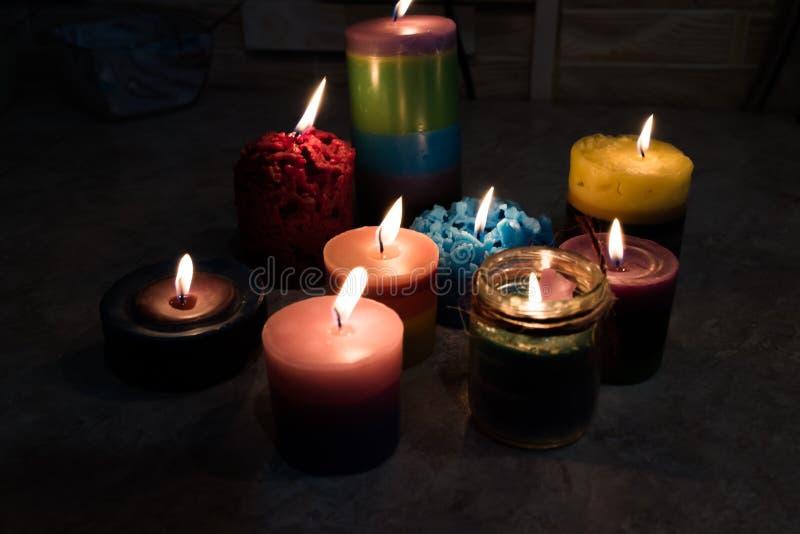 Świeczki, handmade, palenie w zmroku zdjęcie royalty free
