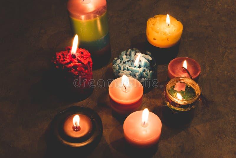 Świeczki, handmade, palenie w zmroku fotografia stock