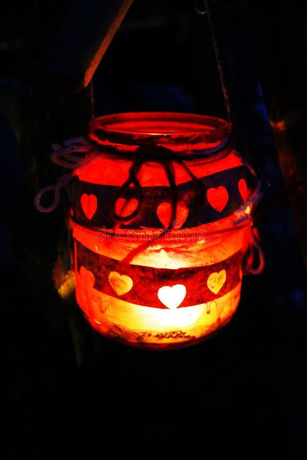 Świeczki miłości czerwony słój fotografia stock