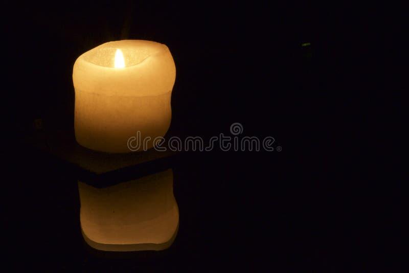 Świeczki odbicie z tekst przestrzenią obraz stock