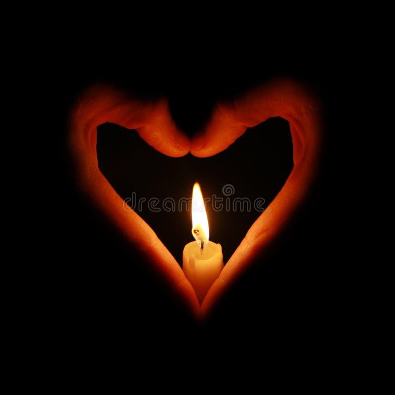 świeczki pożarniczy ręk serce kształtujący fotografia royalty free