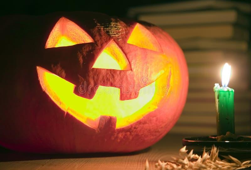 świeczki pojęcie blisko bani przerażający Halloween fotografia royalty free
