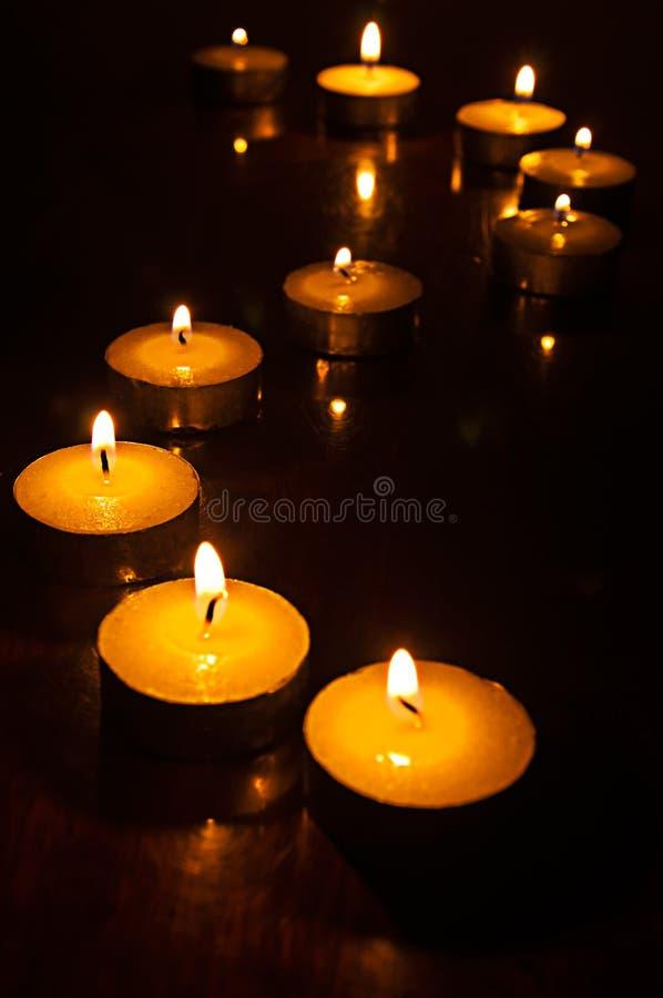 świeczki zmroku światło zdjęcia stock